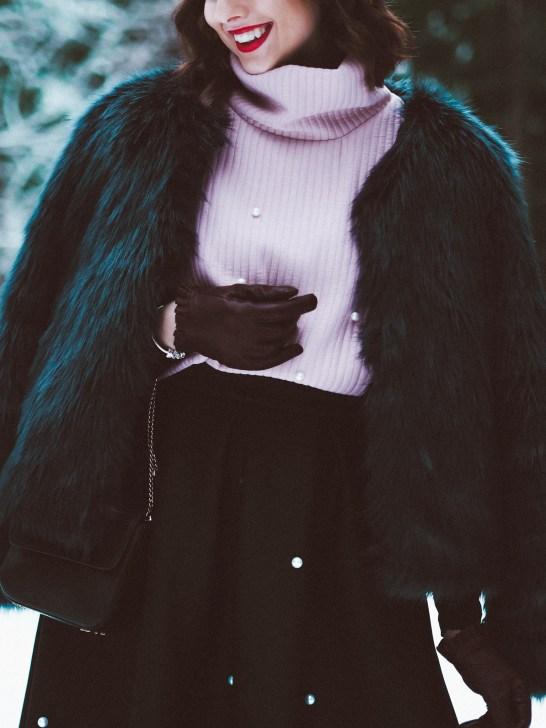 Pearls & fur coat7