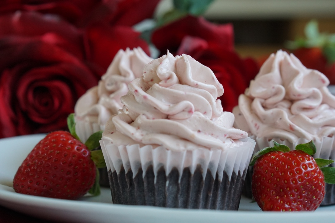 healthy low-sugar, low-fat chocolate strawberry cupcakes