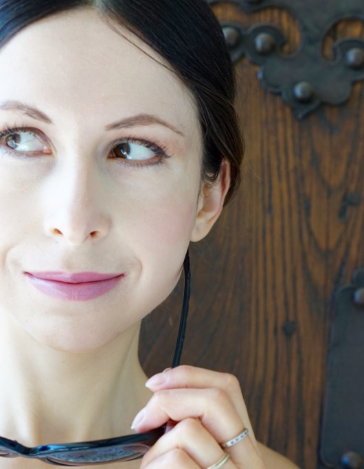 "8 Ways To Prevent The ""Crows Feet"" Wrinkles!"