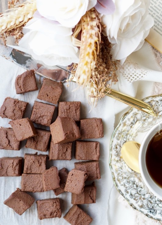 This is a simple recipe for the Healthy Sugar-Free, High-Protein, Low-Fat, All-Natural, Gluten-Free Vegan Banana-Date Fudge that is also extra-gooey and super-sweet!