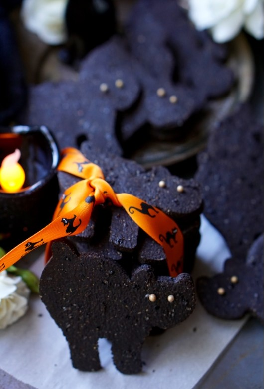 These cute Black Cat Chocolate Sugar Cookies are your ultimate Guilt-Free Halloween treat! 'Cause they're super-healthy, whole wheat, low-fat and low-calorie! They are also super-easy to make!
