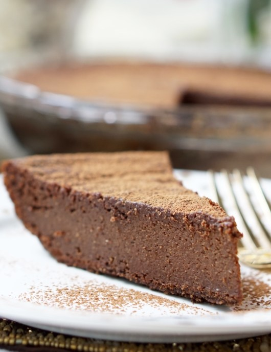 Super-easy and fast recipe for the Healthy Crustless Chocolate Pumpkin Pie! This pie is also Low-Fat, Low-Calorie, All-Natural, Super-Gooey and Very Addicting!
