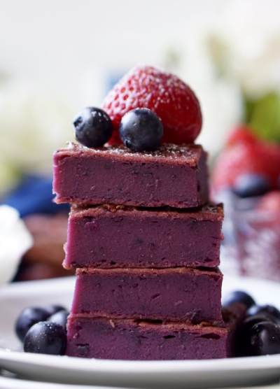12 Best Healthy Blueberry Dessert Recipes from sweetliza.com and other wonderful food bloggers! Bars, blondies, cookies, quick bread, pancakes and pudding!