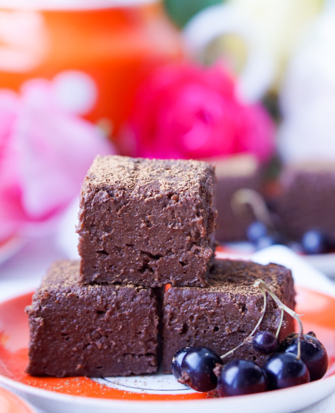 The Healthy Fat-Free Fudge that is low-calorie, low-sugar, no-bake and easy to prepare, thick, yet soft, guilt-free, yet super-yummy and decadent!