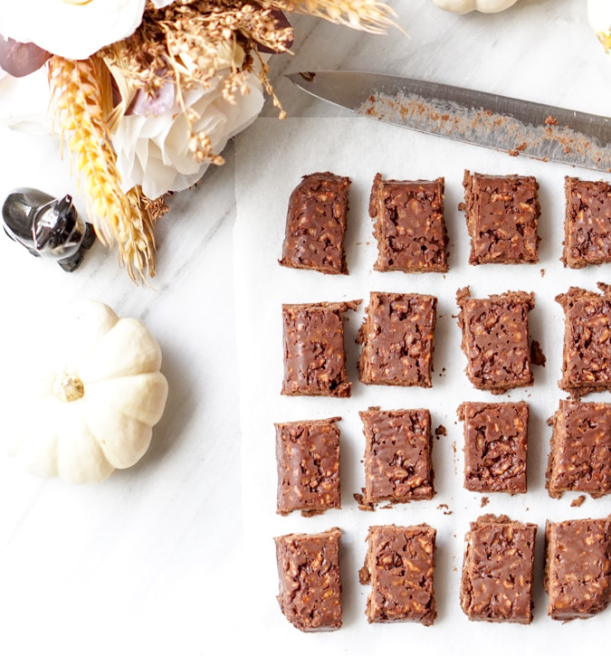 A healthy remake of the famous Crunch Bars! The Healthy Crunch Bars are low-calorie, all-natural, nutrient-rich, easy to make (3 ingredients only!), extra-yummy and truly decadent!