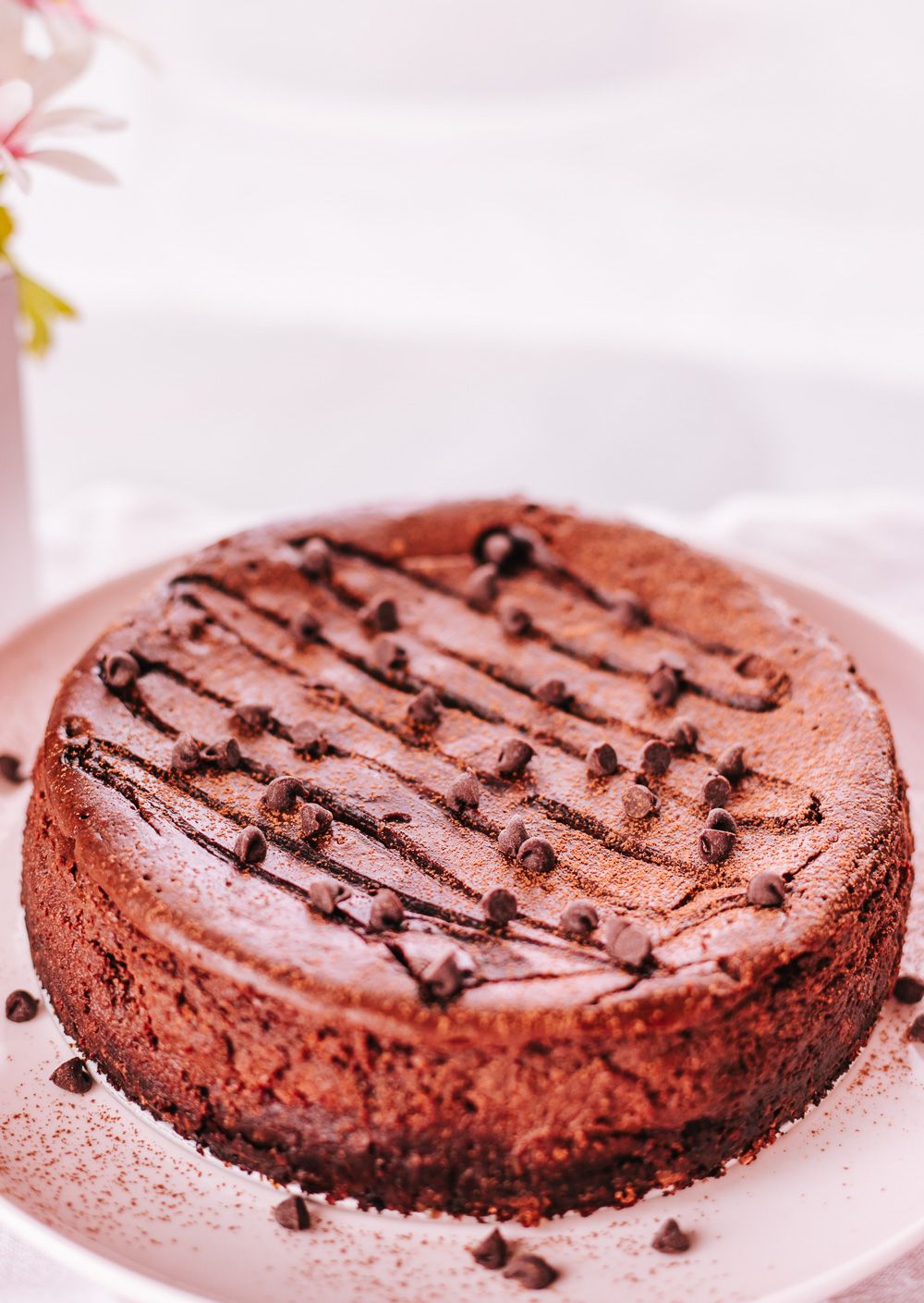 HEALTHY CHOCOLATE CHEESECAKE RECIPE! IT'S LOW-CALORIE, NATURALLY HIGH-PROTEIN, YUMMY AND GOOD FOR YOU TREAT! #healthycheesecake #chocolatecheesecake #healthychocolatecheesecake #healthydessert #healthyeasydessert
