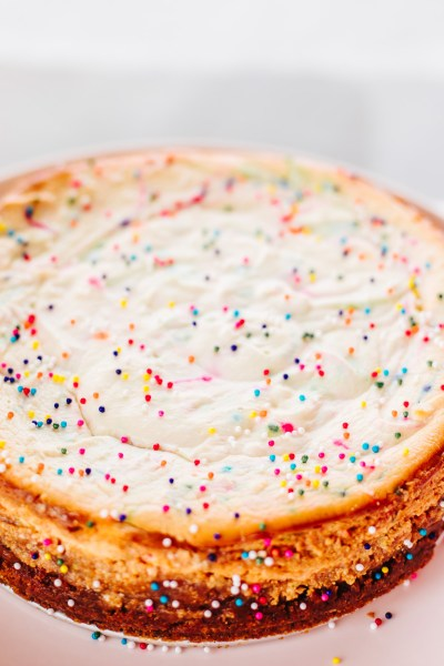 HEALTHY BIRTHDAY CAKE CHEESECAKE!