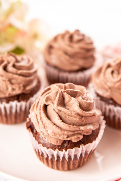 THE EASIEST HEALTHY CHOCOLATE CUPCAKES!