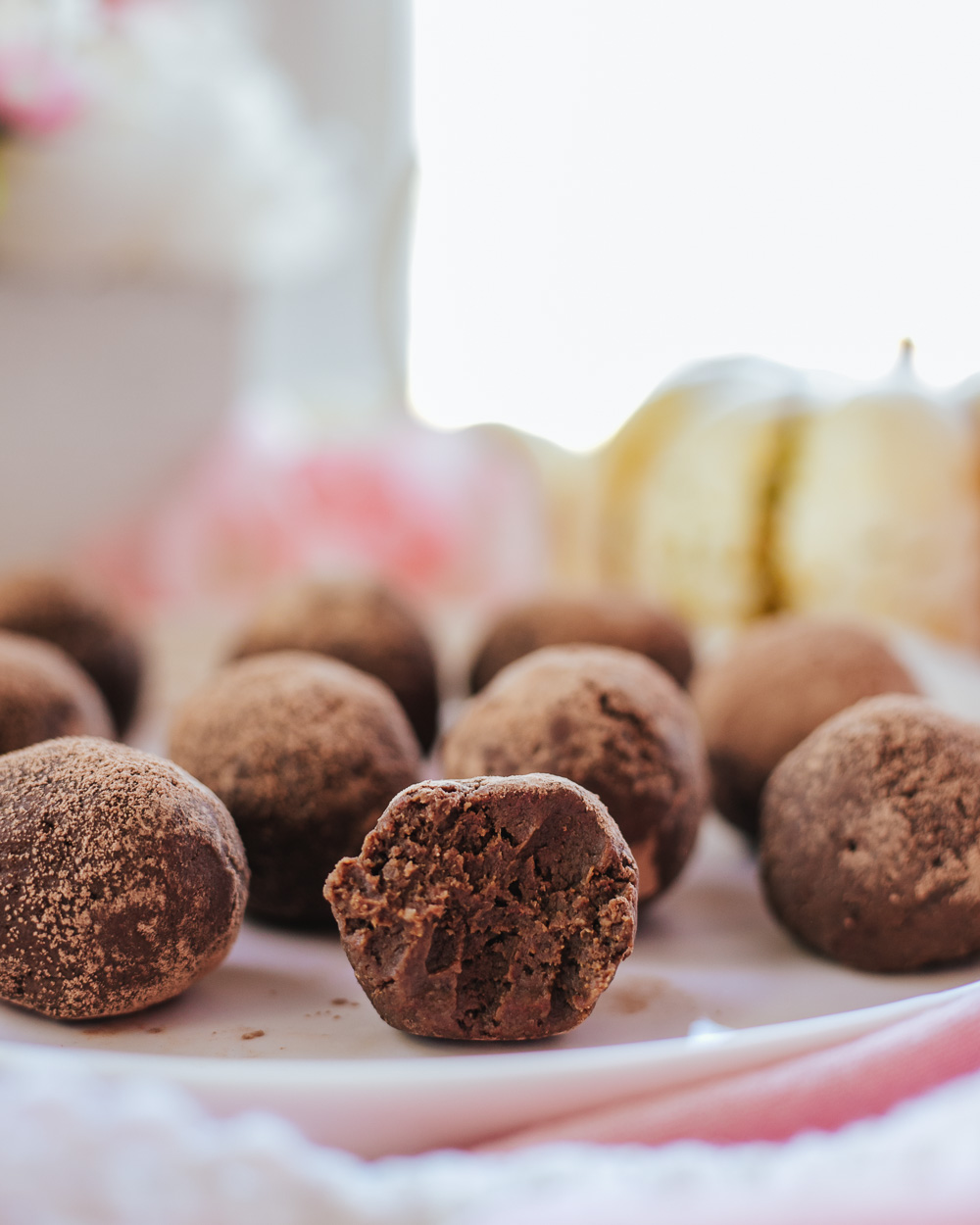 The Easy Healthy Pumpkin Truffles are a perfect Fall treat for Halloween, Thanksgiving or as a nutritious dessert, snack and... even breakfast! The best thing is: they are so easy to make!