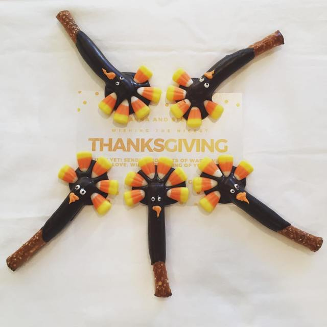 How adorable are these chocolate covered pretzel turkeys! Get yourshellip