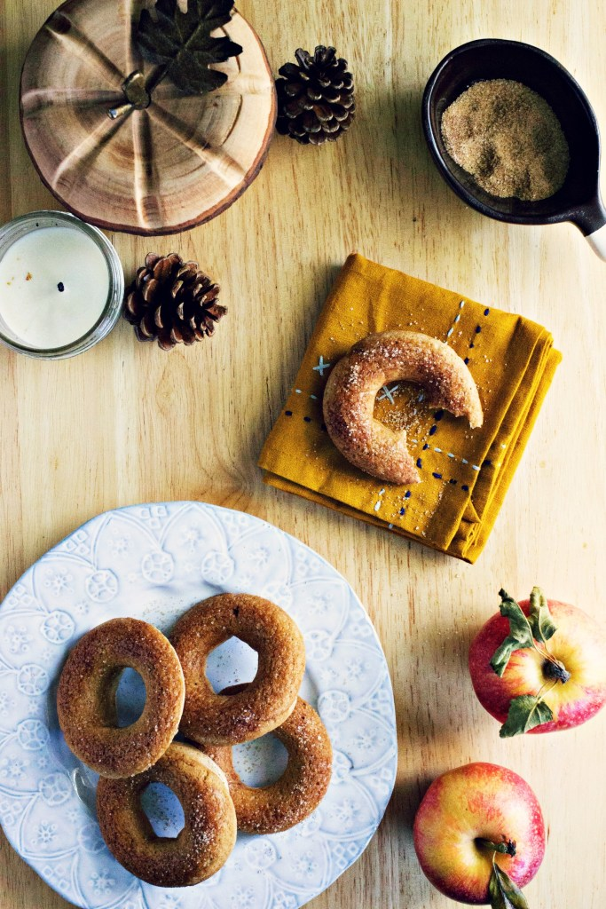baked snickerdoodle doughnuts   via sweet miscellany