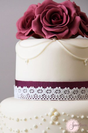 Roses and Pearls Wedding Cakes London