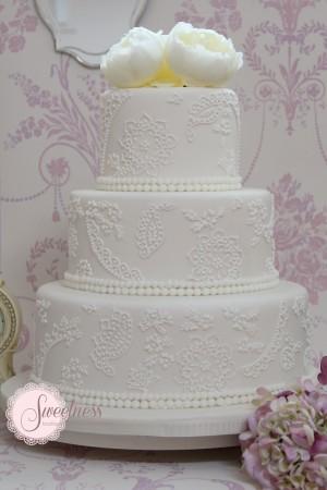 Lace wedding cake, wedding cakes London, vintage wedding cakes