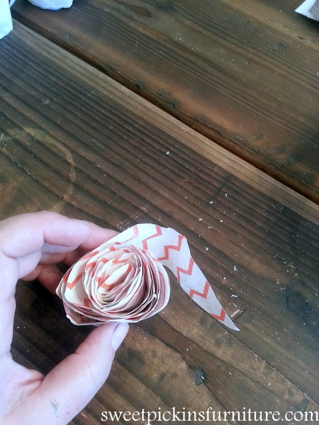 Sweet Pickins - Peace sign w/paper flowers tutorial