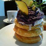 microcosmos『むらさき芋のモンブラン&クリームパンケーキ』『パンケーキ メイプルバター&クリーム』