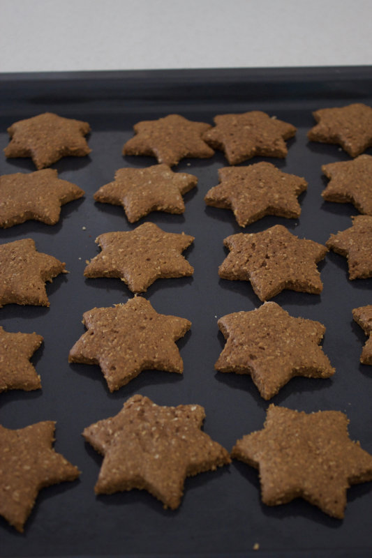 Gingerbread cookies that are sweet and spicy, soft and gingery. A great holiday treat that can be decorated and boxed up as a beautiful gift.