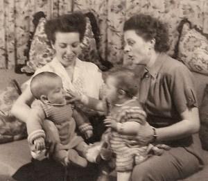 1954 - links mit Mutti