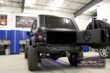 Jeep Wrangler Custom Audio-11
