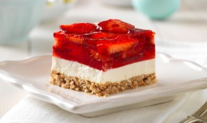 Delicious Strawberry Pretzel Salad Squares Recipe