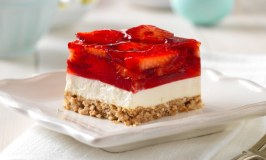 Delicious Strawberry Pretzel Squares Recipe