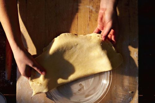 All Butter Pie Crust Recipe - This simple pie crust relies on butter for both its flakiness, and wonderful flavor. This recipe is the one taught by King Arthur's instructors in their nationwide traveling baking demos.