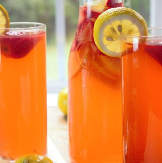 Cold, refreshing, lemonade-stand-worthy strawberry lemonade that is so addictive, you won't be able to put the glass down.