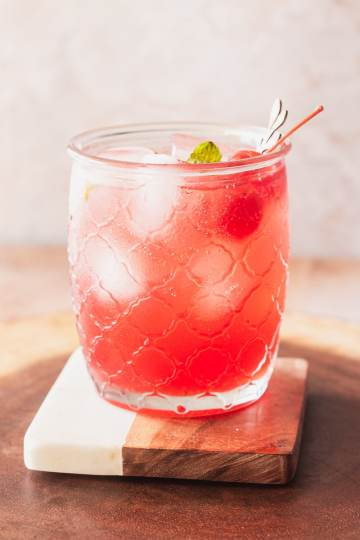 the grenadine in a shirley temple makes the drink an ombre white to deep pink color