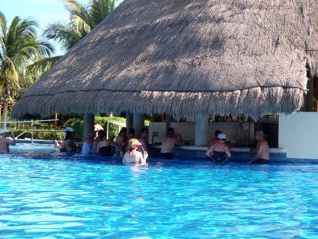 Valentin Imperial Maya Pool And Entertainment