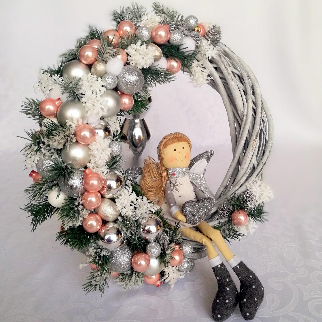 Wianek świąteczny z aniołkiem nr. 57