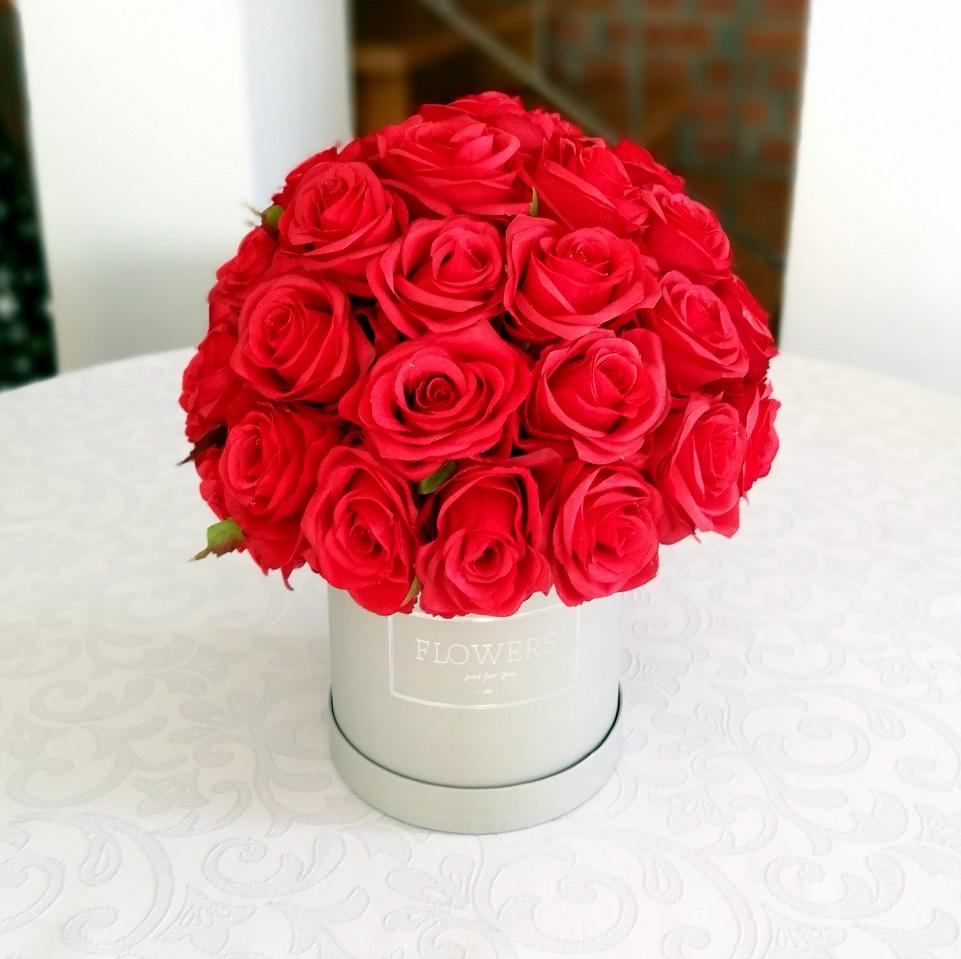 Flower box czerwone róże roz. M nr. 132