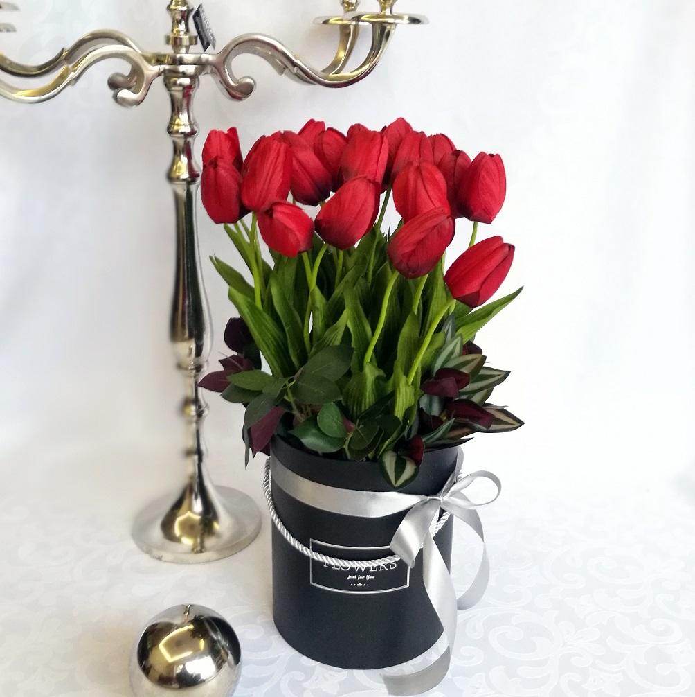 Czerwone tulipany w pudełku nr 221