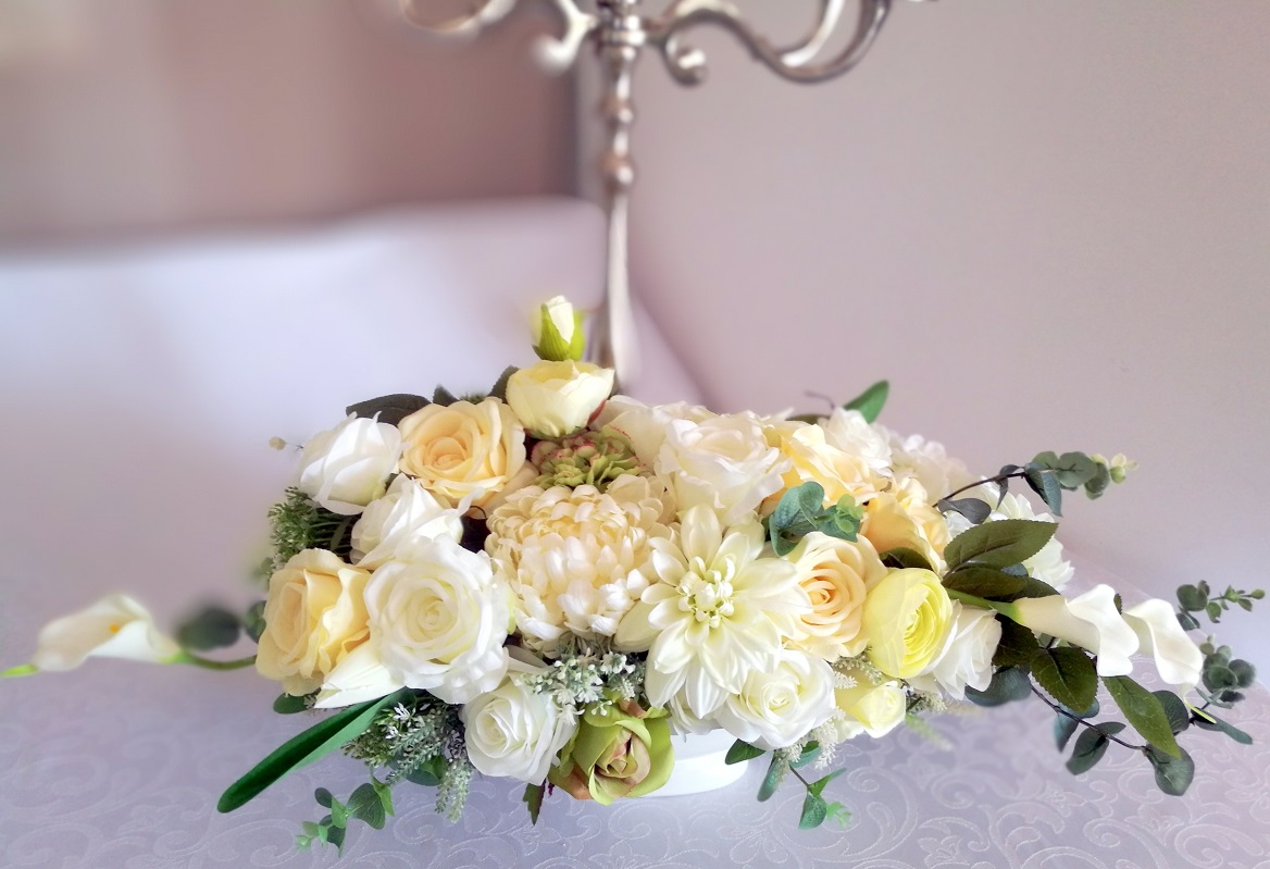 Kompozycja kwiatowa biało-kremowa nr 209