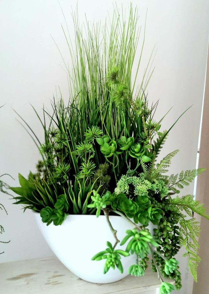 Kompozycja z traw w białej donicy nr 350