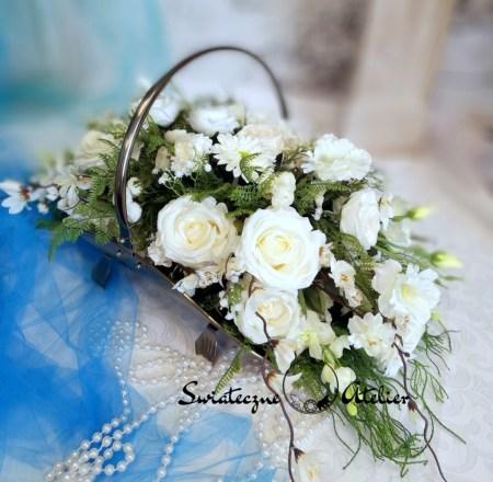 Kompozycje kwiatowe w koszach