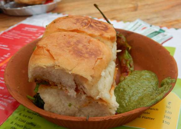 street food in india vada pao