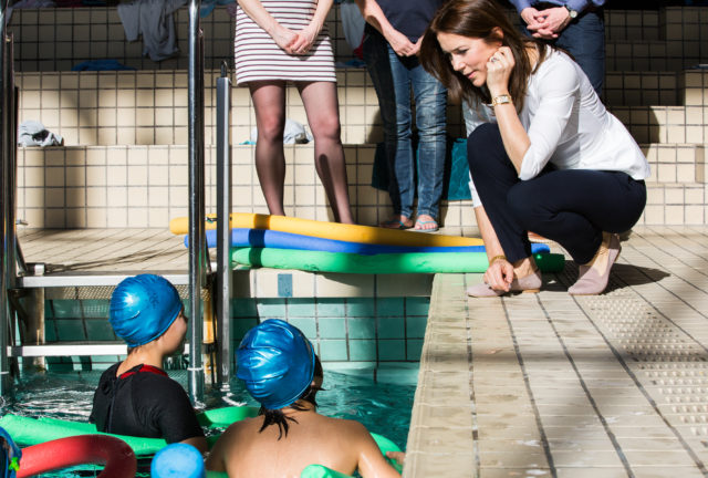 HRH Crown Princess Mary, patron of Danish Swimming, greets children during swim lesson in Kildeskovshallen.