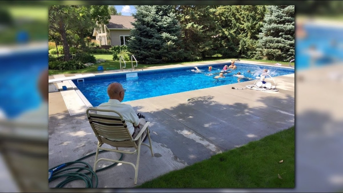 94-year-old retired judge puts in swimming pool for neighborhood kids after wife's death