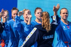 High Five before each game Israel (white caps) vs. Netherlands (blue caps) Woman qualification 33rd LEN European Water Polo Championships - Barcelona 2018 Barcelona (ESP) - Piscines Bernat Picornell Photo Marcel ter Bals/Deepbluemedia/Insidefoto