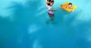 One in 10 infants 'experience fear of water'