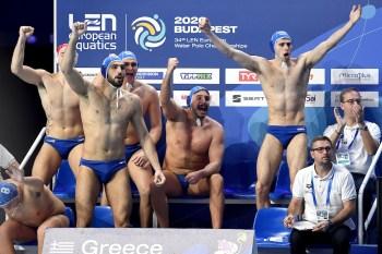 Team Greece celebrate Budapest 20/01/2020 Duna Arena ROMANIA (white caps) Vs. GREECE (blue caps) Men XXXIV LEN European Water Polo Championships 2020 Photo © Andrea Staccioli / Deepbluemedia / Insidefoto