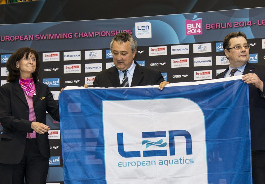 Cristha Thiel (L) Paolo Barelli LEN President David Sparkes LEN Flag Hand Over Diving Women 3m Springboard Final 32nd LEN European Championships Berlin, Germany 2014 Aug.13 th - Aug. 24 th Day12 - Aug. 24 Photo G. Scala/Deepbluemedia/Inside