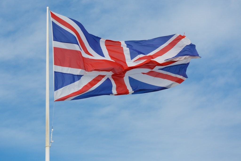 british-flag-in-the-sky-1443282376bNk