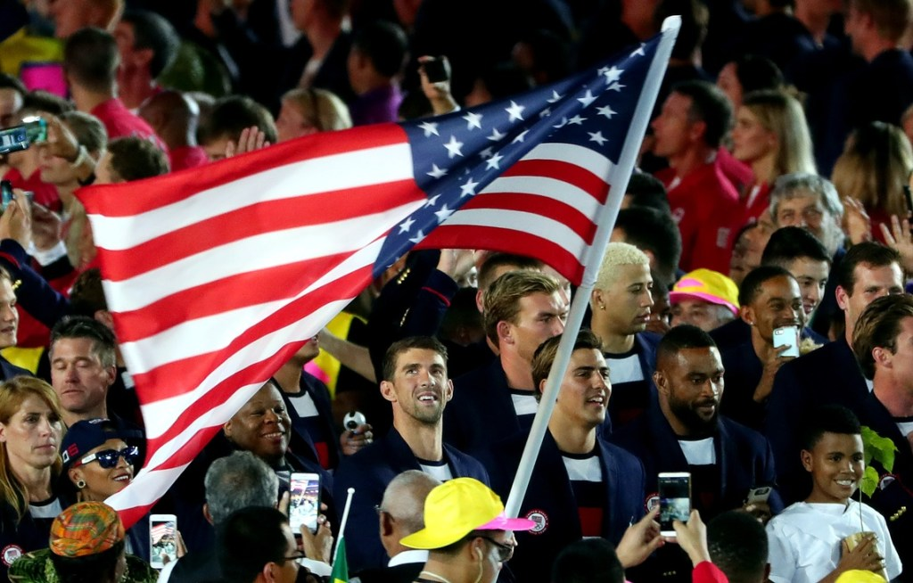 michael-phelps-usa-flag-2016-rio-olympic-opening-ceremony