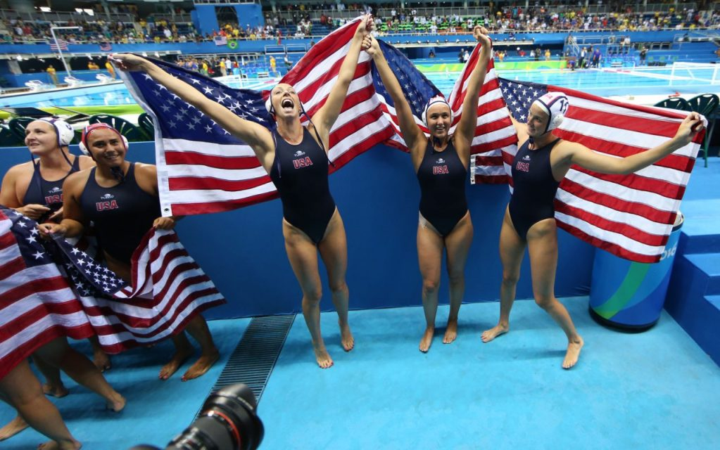 rio-water-polo-usa-gold-flags