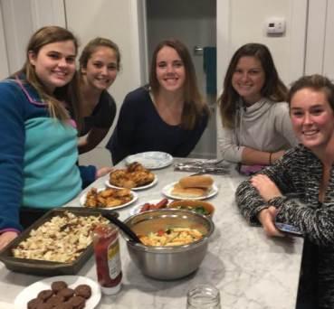 girls-eating-get-together