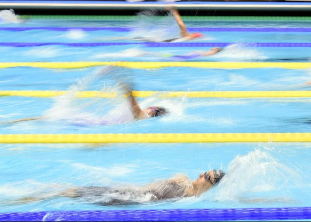 swimmers-back-blur-2017-phillips-66-nationals