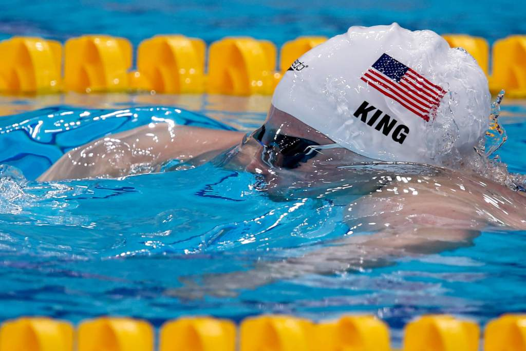 lilly-king-usa-swimcap-still-under-water-2017-world-champs