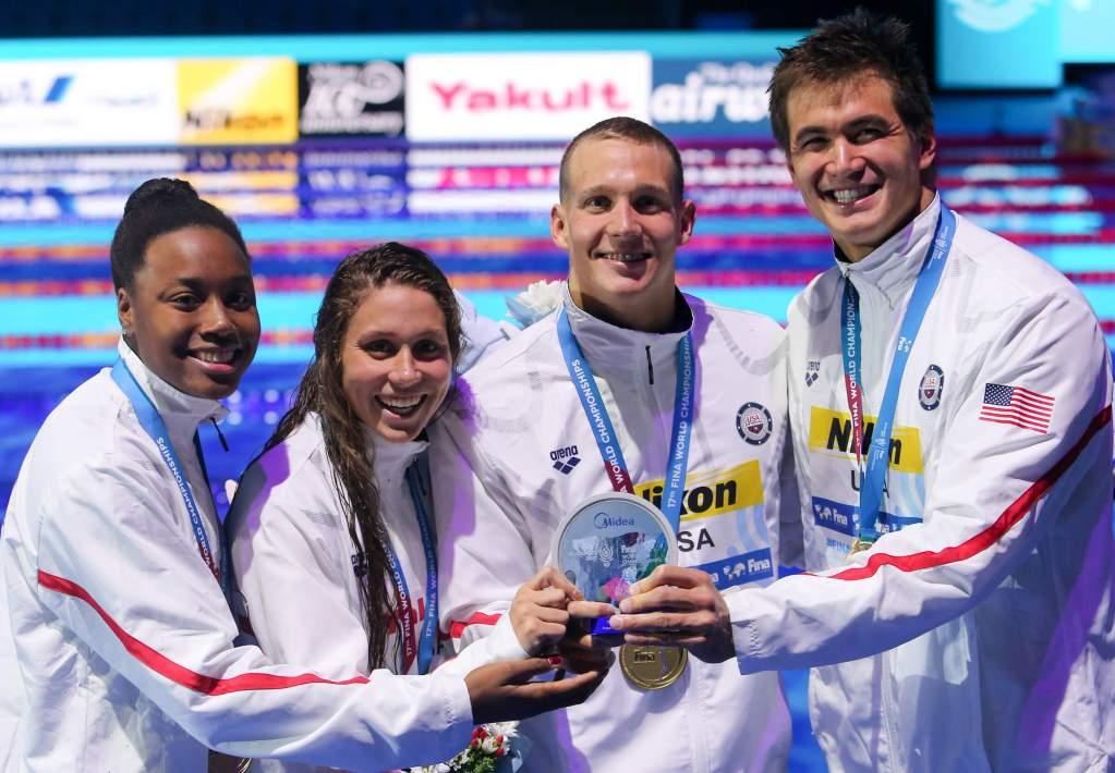 simone-manuel-mallory-comerford-caeleb-remel-dressel-nathan-adrian-usa-world-record-medals-4x100free-2017-world-champs