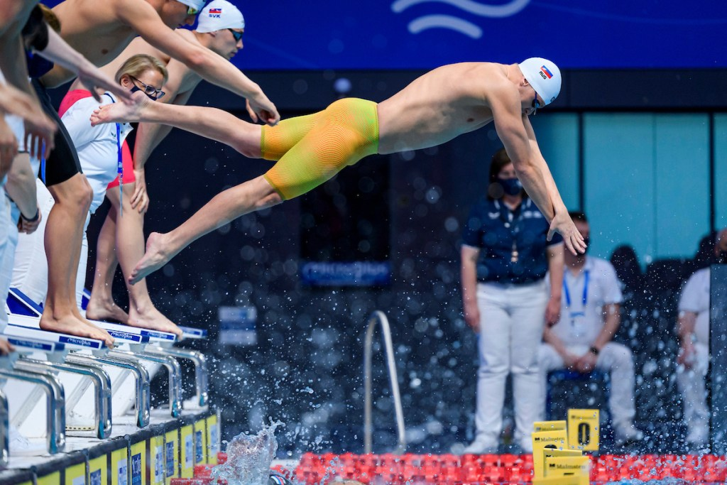 Russia 400 free relay gold European Championships