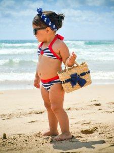 Niña modelo playa